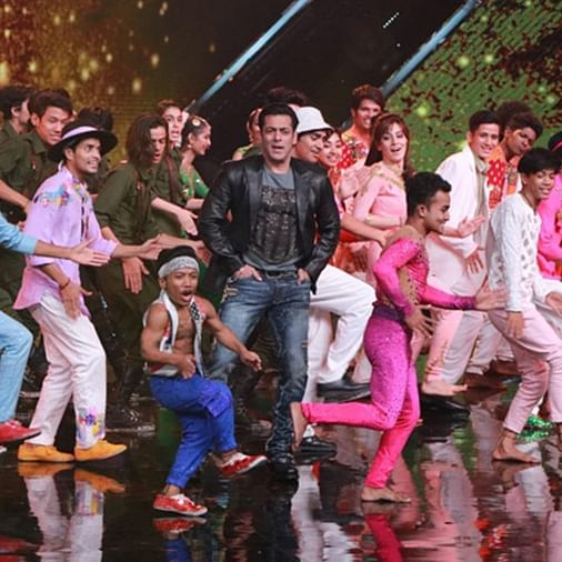Watch video: Salman Khan recreates 'O O Jaane Jaana' and 'Jeene Ke Hain Chaar Din'