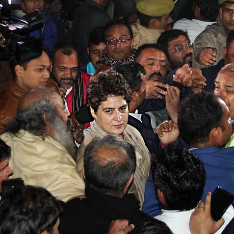 UP cops greet Priyanka Gandhi Vadra with 'push' and 'shove'