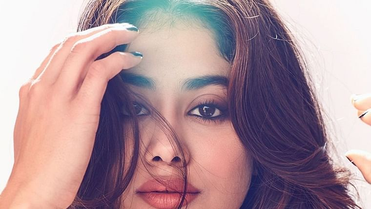 Hello Gorgeous! Janhvi Kapoor's mesmerizing pictures are making even trolls compliment her