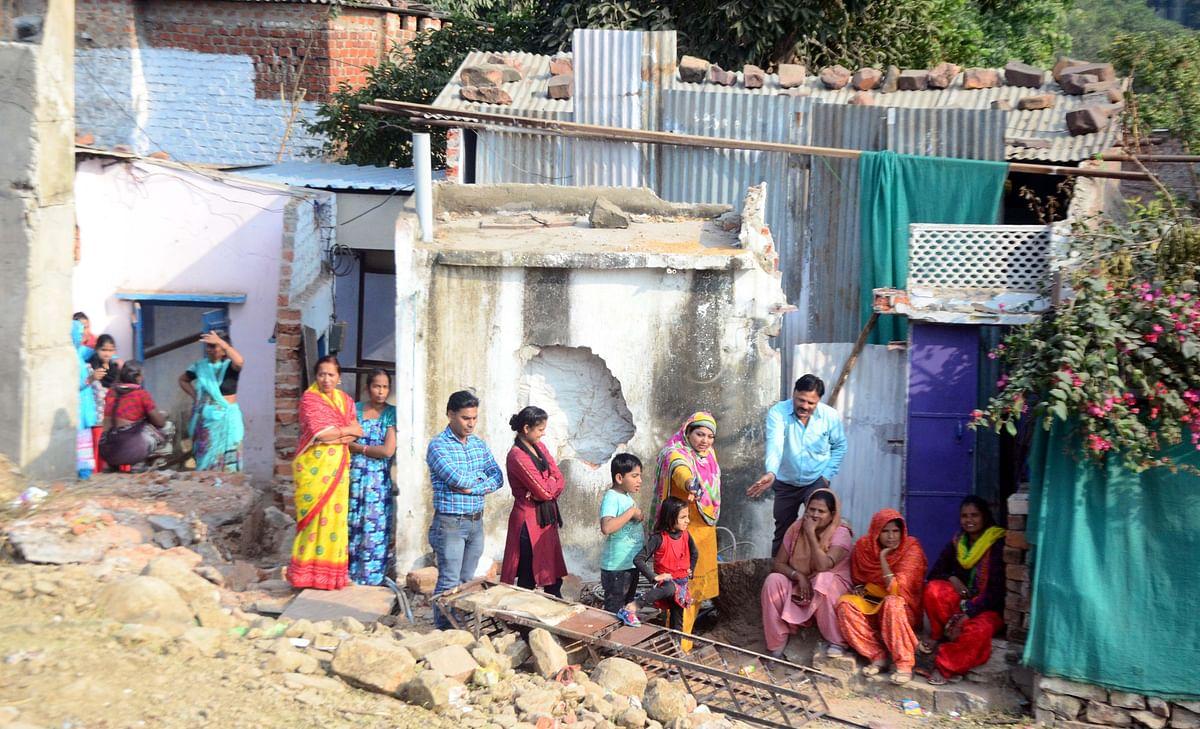 Bhopal residents halt drive, make BMC staff hand over doors, taps