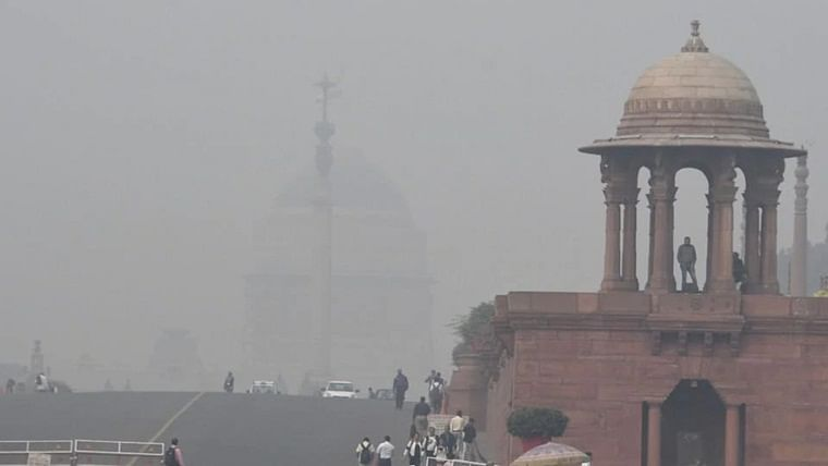 Delhi's air quality at very poor level, mercury drops to season's lowest