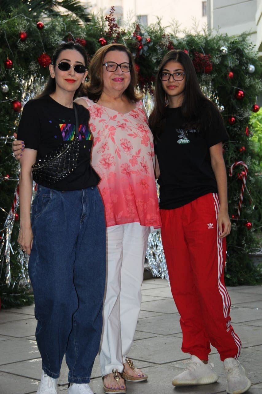 Karisma Kapoor with her mom and daughter