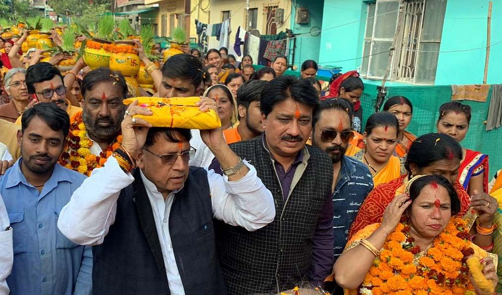 Bhopal: Minister P C Sharma joins hundreds in 'Kalash' yatra