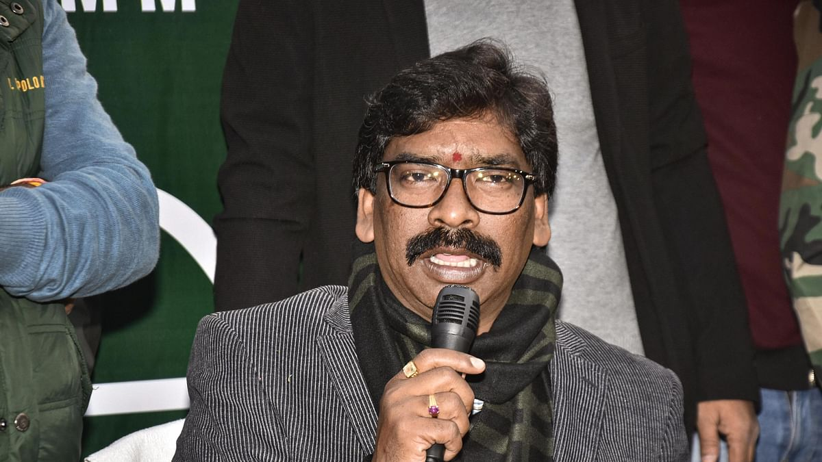 JMM working president Hemant Soren addresses a press conference as JMM and Congress alliance lead in the state Assembly election results, in Ranchi on December 23, 2019