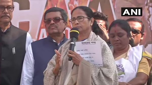 Mamata Banerjee urges political parties, civil society to isolate BJP