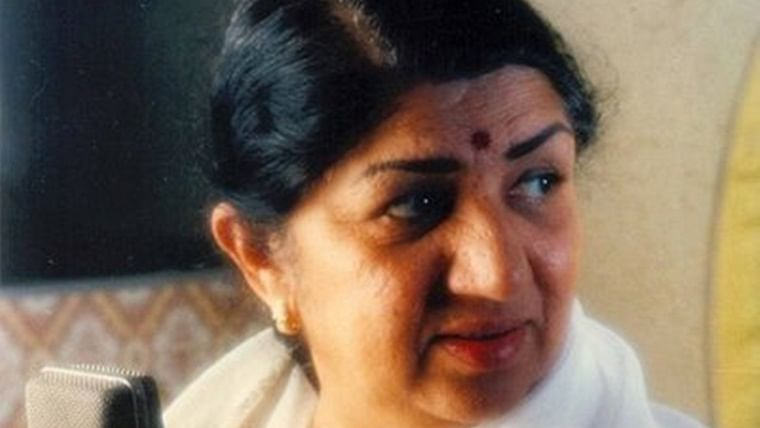 Lata Mangeshkar returns home after 28 days, 'humbly' bows down to each well-wisher