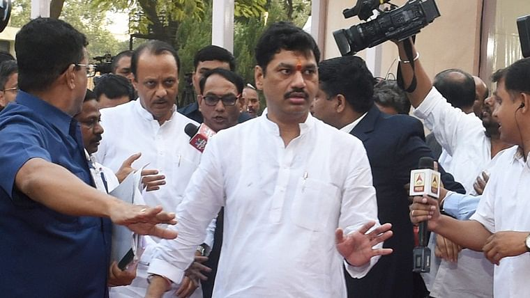 Dhananjay Munde, Chhattapati Sambhajiraje demand withdrawal of cases against people linked with Maratha reservation agitation