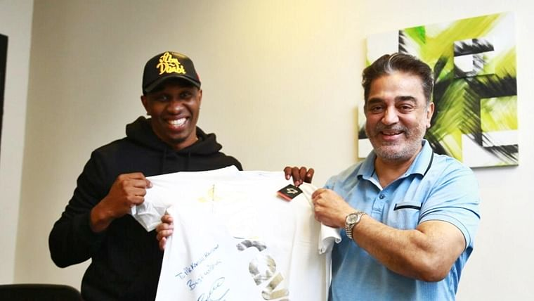 Dwayne Bravo catches up with Kamal Haasan, gifts him an autographed t-shirt