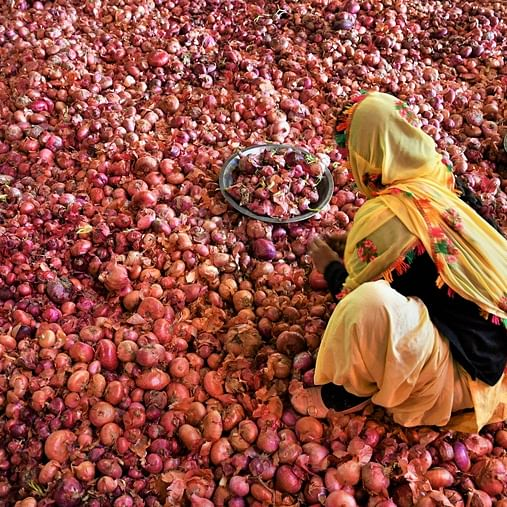 E-commerce websites hike onion prices to make it look like they are giving a discount