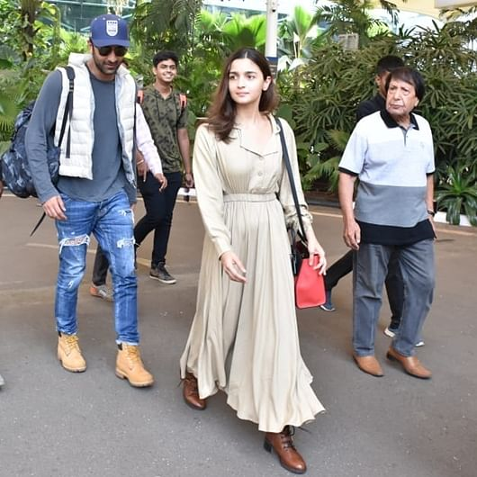 Alia Bhatt pairs her Rs 8k dress with Rs 2.6 lakh bag as airport look!
