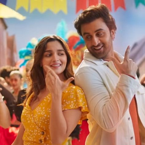Have Alia Bhatt and Ranbir Kapoor moved in together amid lockdown? Video triggers rumours