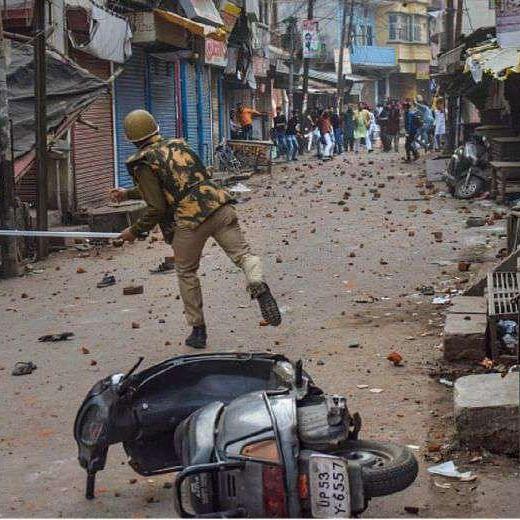 UP cops take U-turn, no FIR against cops