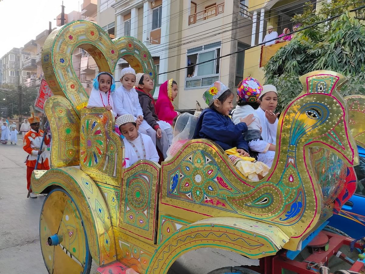 Indore: Colourful procession to celebrate Syedna's birthday by Bohras
