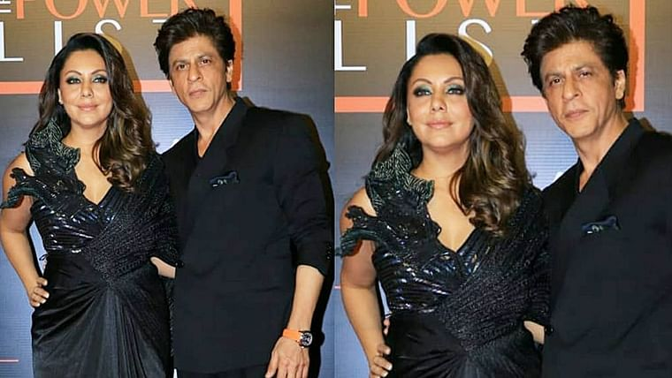 Watch video: Shah Rukh Khan wins 'husband of the year' by being chivalrous to his 'Queen' Gauri