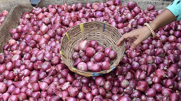 Onion prices triple in 2-months, reach Rs 150 per kilo in Mumbai