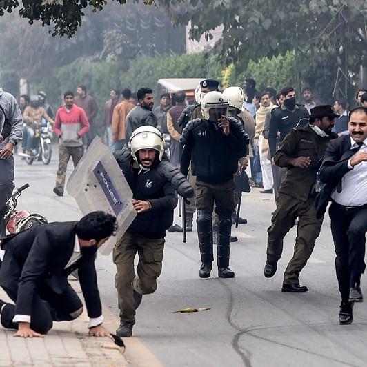 Pakistan: 3 patients die as protest outside Lahore hospital turns violent