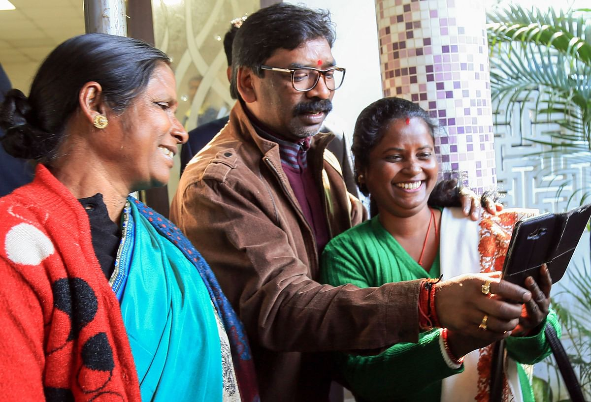 Designated Jharkhand CM, Hemant Soren says he wants books and not bouquets