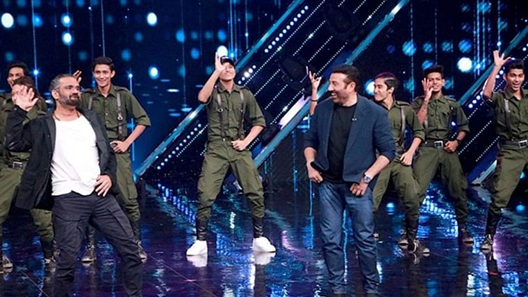 'Border' stars Sunny Deol and Suniel Shetty have a nostalgia filled reunion
