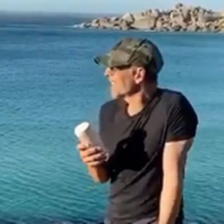 Watch: Akshay Kumar croons to Arijit Singh's 'Dil Na Janeya' during SA vacay
