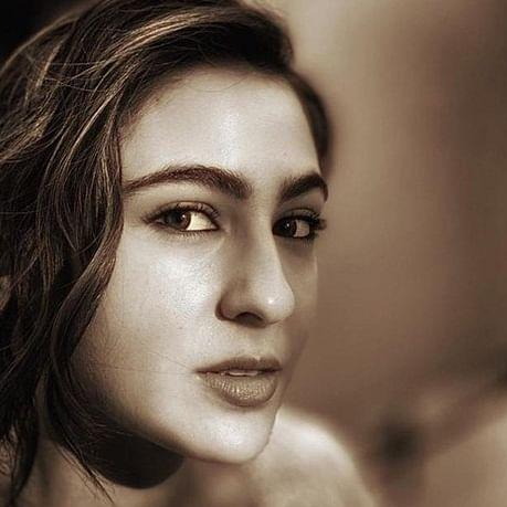Sara Ali Khan trolls herself on Instagram as 'sasti' Rekha in recent post