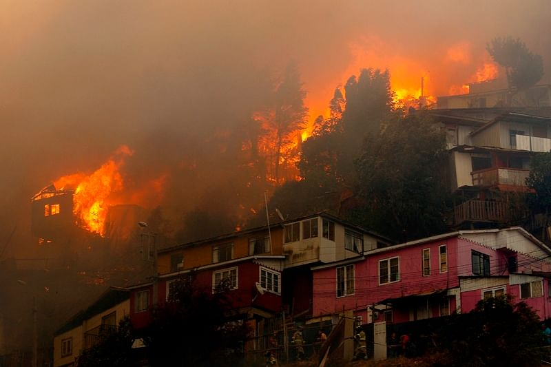 Families homeless over Christmas after forest fire in Chilean port