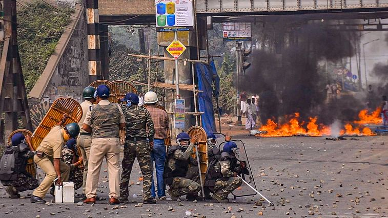 Protests against Citizenship Act continue in West Bengal; internet services suspended in 6 districts