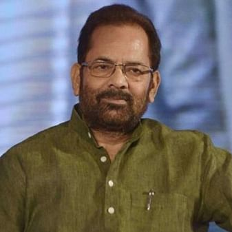 'There is a positive environment': Mukhtar Abbas Naqvi interacts with locals in Lal Chowk at Srinagar