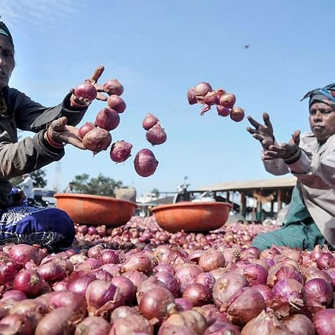 People shed tears as onion prices shoot up to Rs 200 per kilo in Tamil Nadu's Madurai