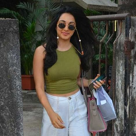 Kiara Advani ka 'weird' chasma: Kiara spotted after a salon session at Kromakay
