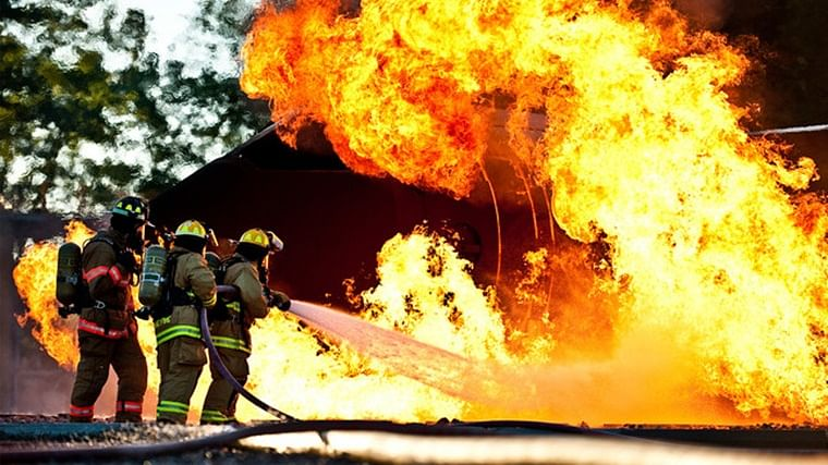 Fire breaks out in Delhi's Mundka area, 12 fire tenders rushed to spot