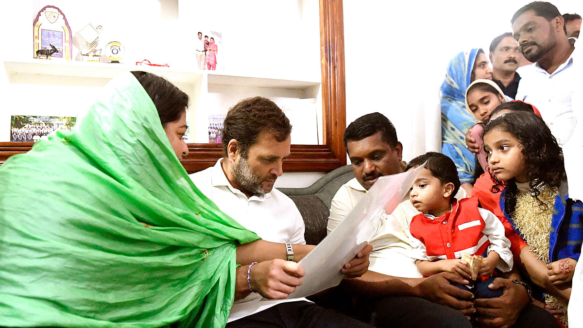 Rahul visits family of girl who died of snakebite in Wayanad