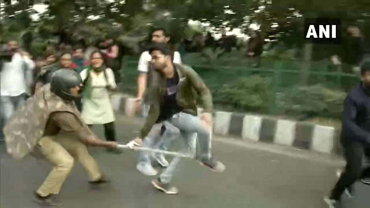 Delhi police lathi charge JNU students protesting fee hike