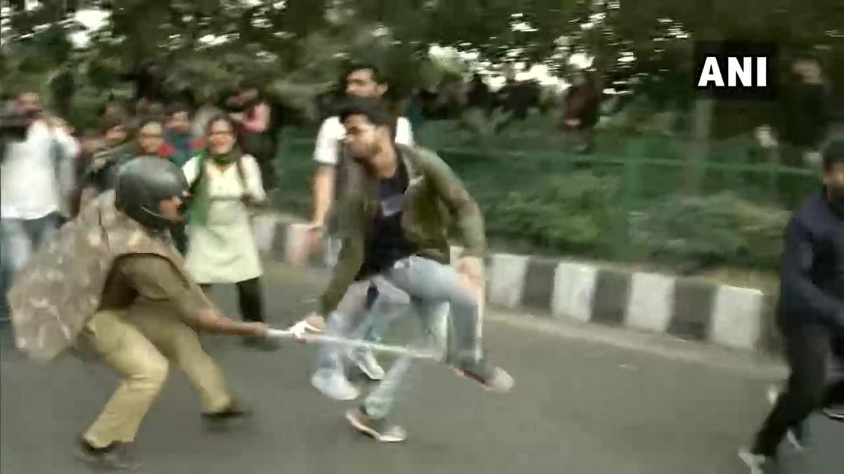 Delhi police lathi charge JNU students protesting fee hike