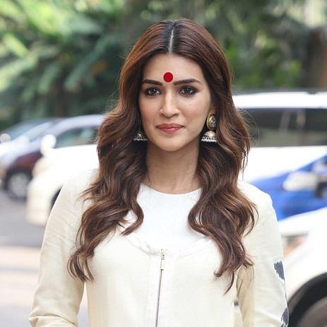 Kriti Sanon trolled for her 'Usha Uthup style' giant red bindi