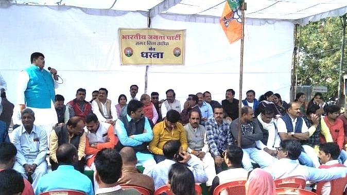 BJP leader addressing  Khet Dharna Programmes.