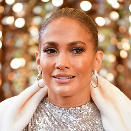 Jennifer Lopez reacts to fan urging flight passengers to watch 'Hustlers' to help her win at Oscars