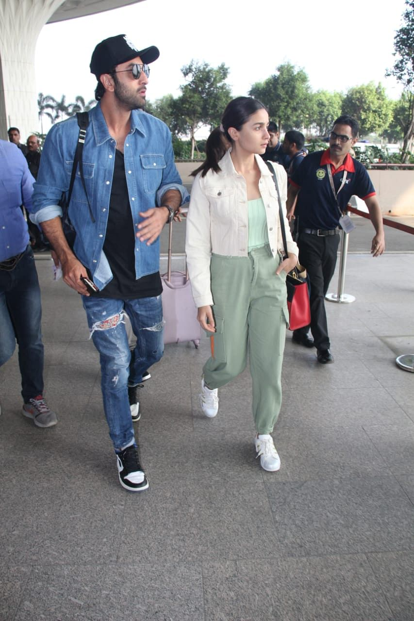 Why isn't Alia Bhatt holding beau Ranbir Kapoor's hand at the airport?