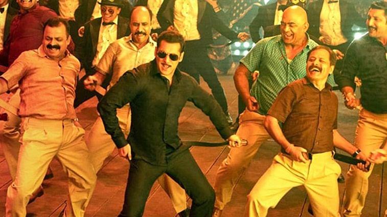 Salman Khan does 'Munna Badnaam Hua' hook-step with the paps, watch
