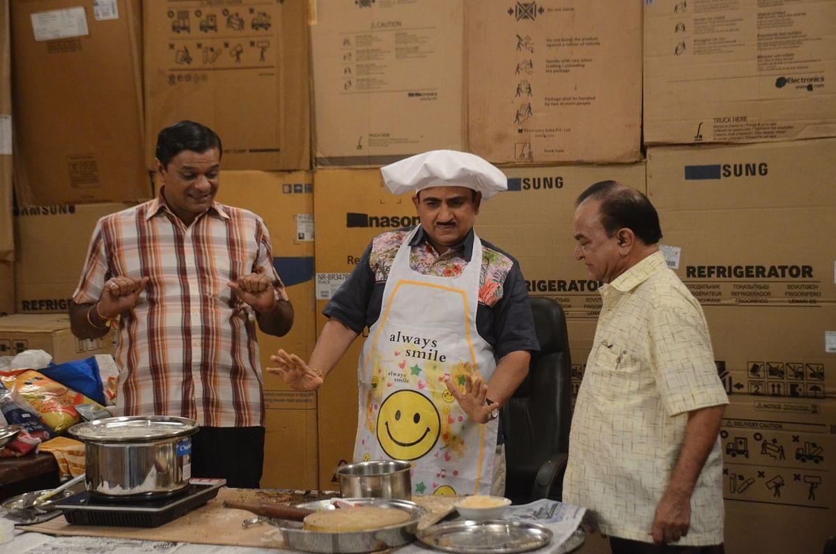 Nattu Kaka and Bagha teach Jethaa Lal  Gujarati food