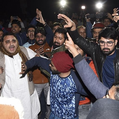 'Maaro saale ko': Shocking footage of goons heckling journalist at JNU