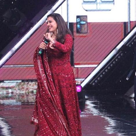 Kajol recreates iconic 'Ja Simran Ja' moment from 'DDLJ' and it's making us nostalgic