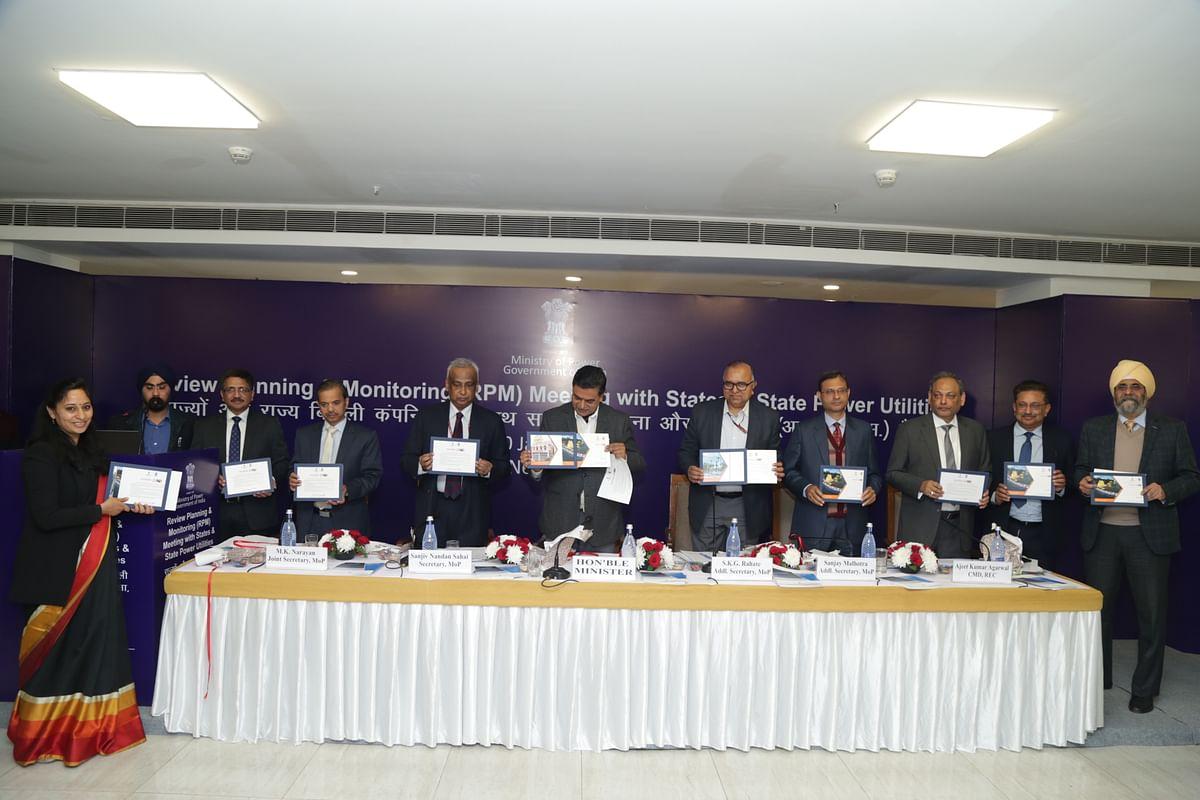 MoS Power R K Singh unveils IPDS Calendar 2020
