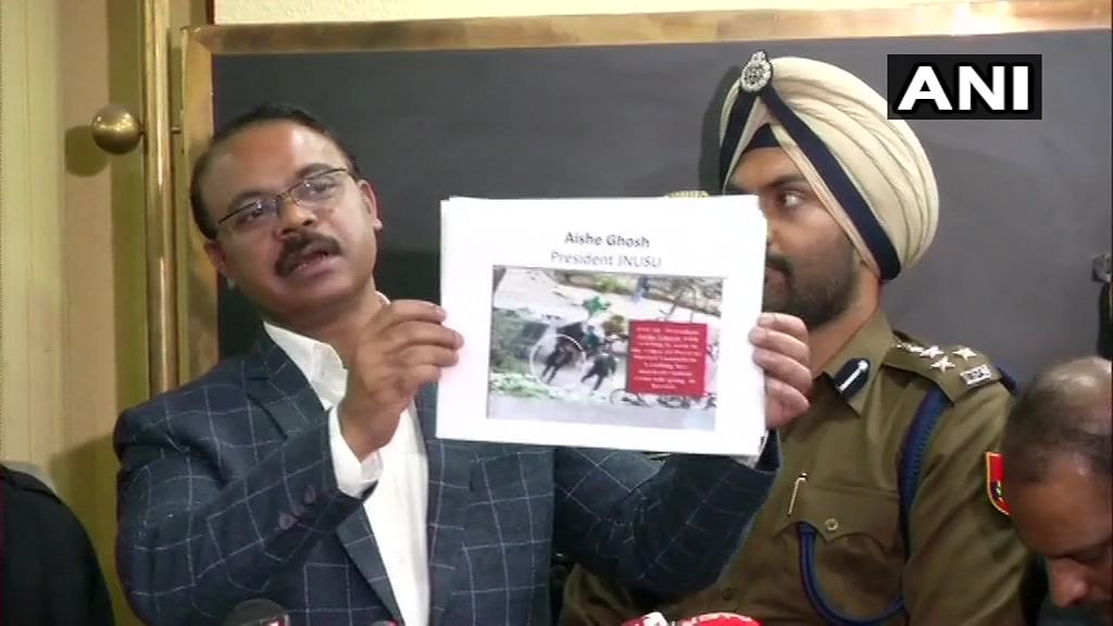 Delhi Police names JNUSU president in FIR, Aishe Ghosh denies 'leading mob'