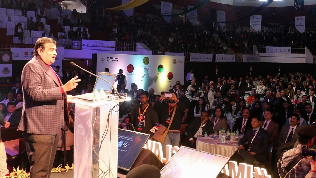 Nitin Gadkari addressing the audience in IMA conclave at Indore.