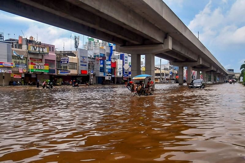 18 dead, thousands caught in flooding in Indonesia's capital