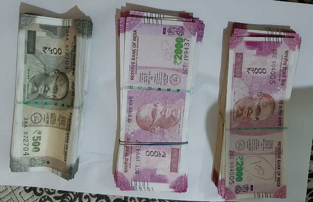 Indore: Rs 4.18L worth fake currency found in a bed in Dhar home