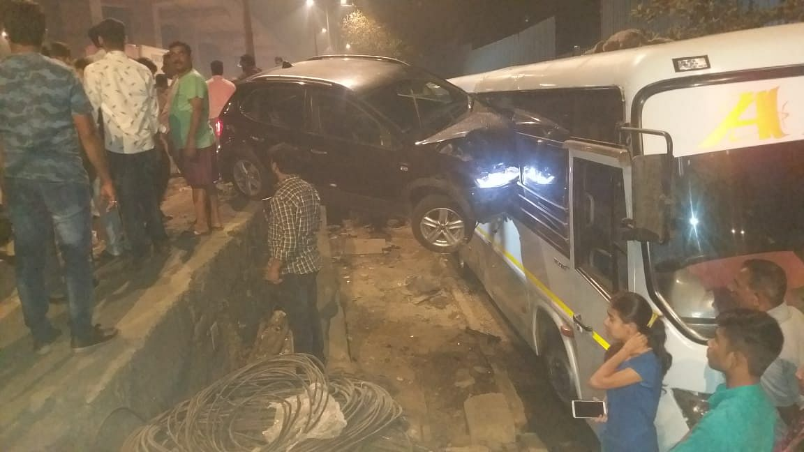 A speeding Volkswagen car, occupied by three youths collided with a Volvo bus parked at the service road near Jogeshwari subway