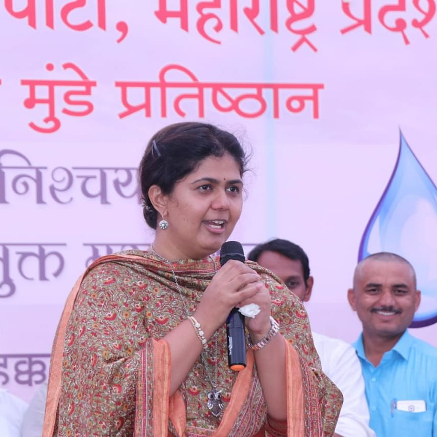 Pankaja Munde undertook fast to draw state government's attention on water crisis in Marathwada