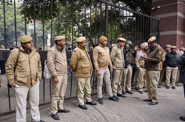 Delhi cops begin probe into JNU violence