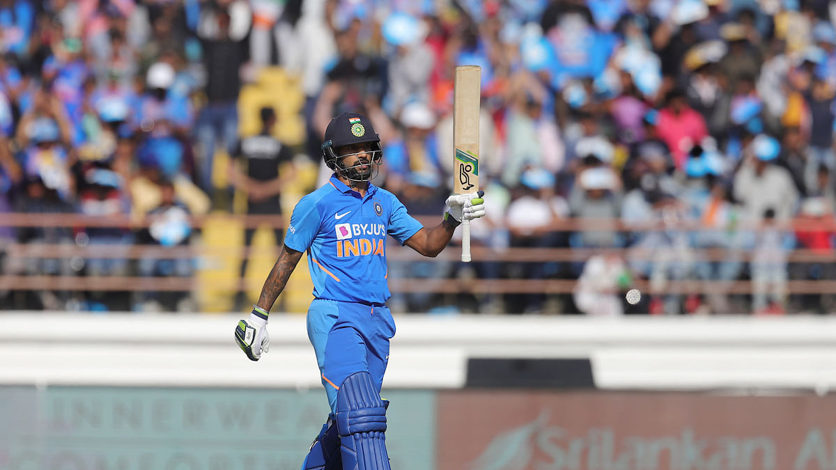 IND vs AUS 3rd ODI: Shikhar Dhawan walks off field after hurting shoulder